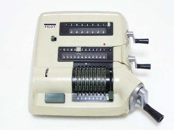 Pilot P-3 Japanese Portable Mechanical Calculator Pilot Business Machine Co.